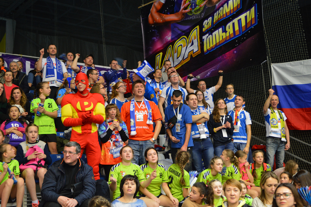 Lada_Thumb_EHFCup17_fans