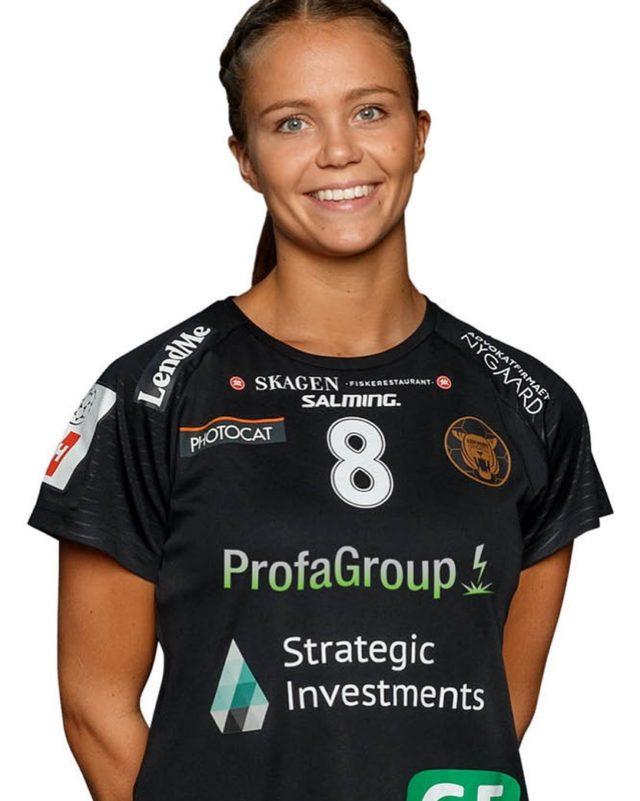 I dag skal vi fejre denne svenske skønhed 🇸🇪🇩🇰. @oliviamellegaard stort tillykke med dine 24 år. Olivia Mellegård præsenteres af BitschAkustik #kbhbolddk #mellegård8