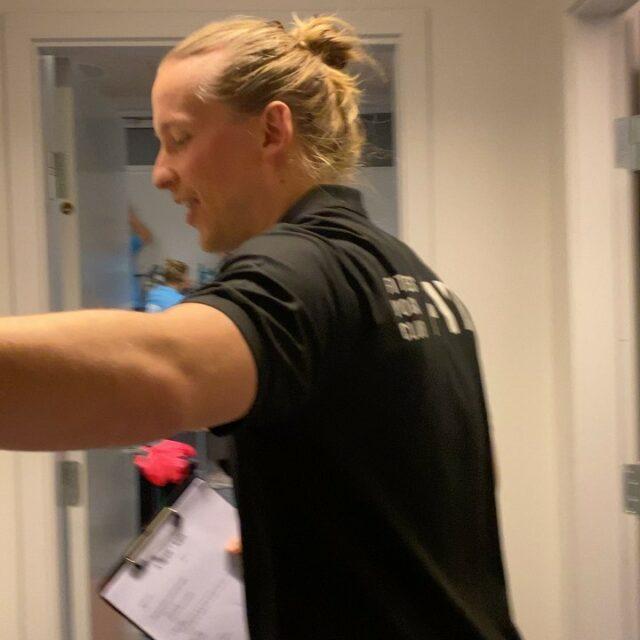 JA TAK!!Vi vinder 18-28 over @holstebro_haandbold_official efter en solid præstation 💪🏻I øvrigt ubesejret i vores nye blå @kelmenordic spillertrøje 💙🖤🤍 Det kan da noget ikke?#kbhbolddk #kvindeligaen #bambusadk #mærkdet #