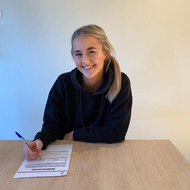 Mød Karoline Lund! Den norske venstreback træder til truppen til sommer og vi glæder os til at se hende udvikle sit store talent hos os. 🤩Læs mere på vores hjemmeside: www.kbhbold.dk