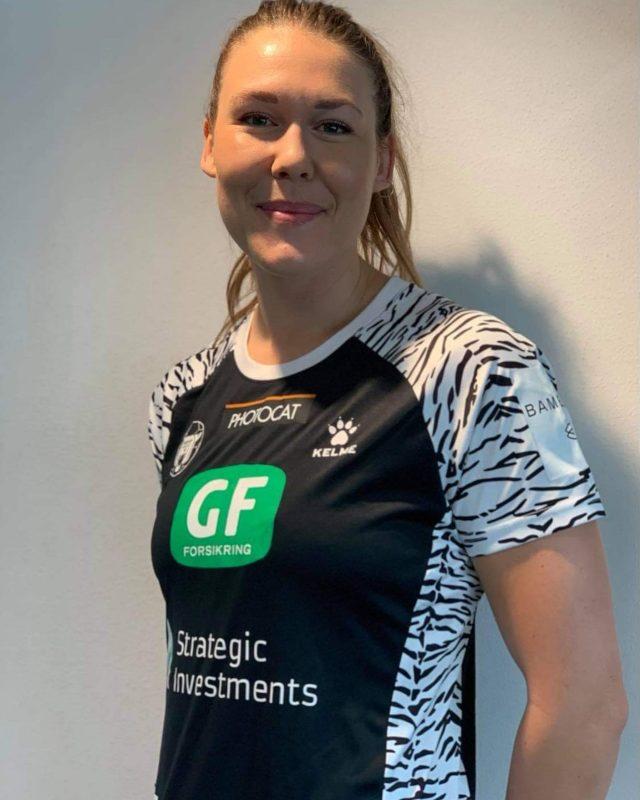 Det er med stor glæde, at vi i dag kan præsentere @mikaelamassing som ny spiller i København Håndbold.Mikaela skal være en del af os de kommende 2 sæsoner, og vi glæder os til at se hendes dygtige kompentencer i aktion 💪🏻Læs mere om nyheden på vores hjemmeside, hvor du også finder udtalelser fra både cheftræneren og @mikaelamassing 🤍#kbhbolddk