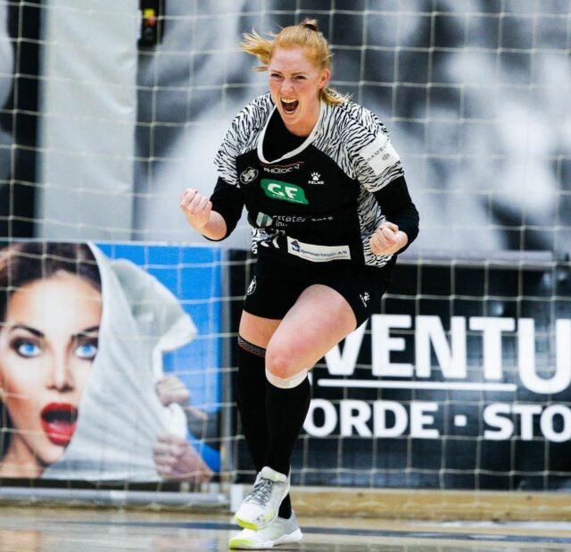 I dag fylder vores stærke svenske stregspiller 25 år. Sofia og resten af truppen ser frem mod de sidste kampe i slutspillet og ser derefter frem mod Final4 i juni! 🐅🔥Men Sofia, skal selvfølgelig ikke snydes for et kæmpe stort tillykke fra alle os! 🇸🇪@sofiahvenfelt præsenteres af @fitnessyogaclub#kbhbolddk #hvenfelt21