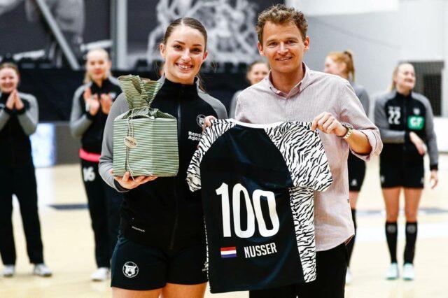 Det blev desværre ikke til den sejr, som krævede af os for at holde drømmen om en semifinale ved lige 😕Heldigvis kunne vi fejre Larissa Nusser, der netop i dag spillede sin kamp nummer 100 med tigeren på brystet.🇳🇱 Velkommen i Klub100 til vores dygtige hollænder! 🇳🇱Læs hele artiklen på vores hjemmeside.#kbhbolddk #nusser9 #klub100