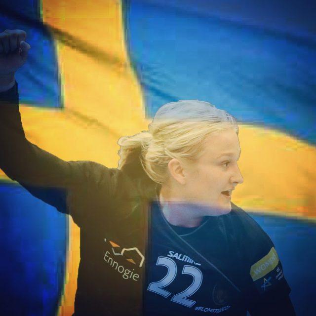 Tillykke med fødselsdagen til vores svenske højreback @hannablomstrand 💙💛🇸🇪 Hanna præsenteres af @gfforsikringdk. Stik et like og ønsk tillykke! #Blomstrand22 #kbhbolddk #fødselar #hiphiphurra #gratis