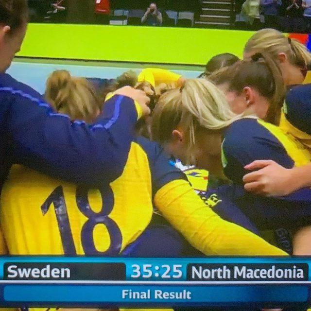 Tillykke med storsejren over Makedonien til vores svenske piger! @blohmlinn @mariewall @oliviamellegaard @hbhandboll #HejaSverige #EMKval #Wall23 #idag18 #Blohm5 #Mellegård8 #Blomstrand22
